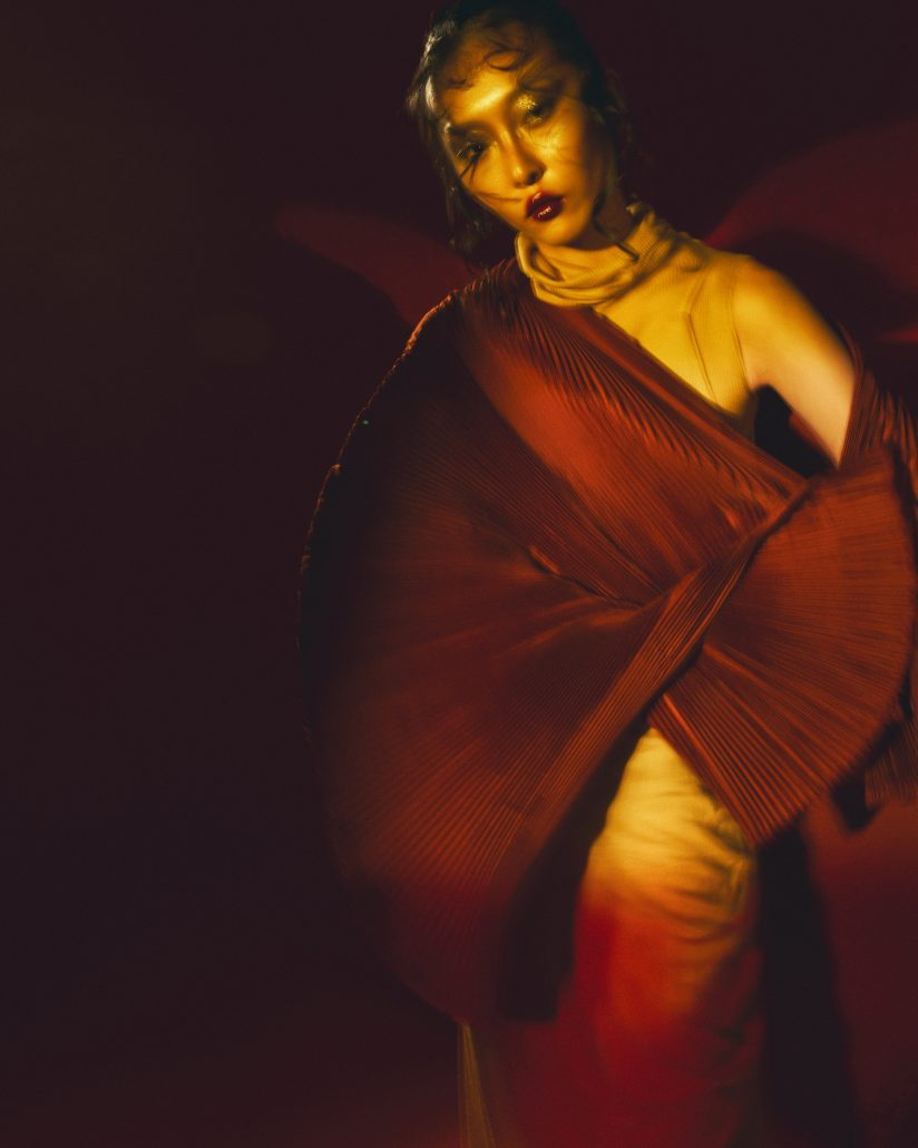 001 BLURRY RED BEAMS FROM THE EAST EDITORIAL Alessio Cocchi 1
